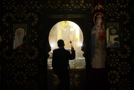Egyptian Coptic Christians celebrate Christmas in Cairo, Egypt, on January 06, 2016. (AFP PHOTO / MOHAMED EL-SHAHED)