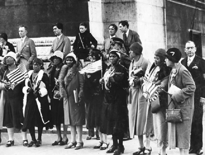 Gold Star mothers and widows visiting the Tomb of the Unknown Soldier in Paris in 1930. (Courtesy National Archives via Journal of American History)
