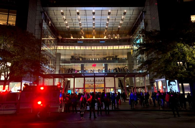 Crowds gather outside after being evacuated from the Time Warner Center in Columbus Circle, in the Manhattan borough of New York, U.S., October 25, 2018.  REUTERS/Christine Chan