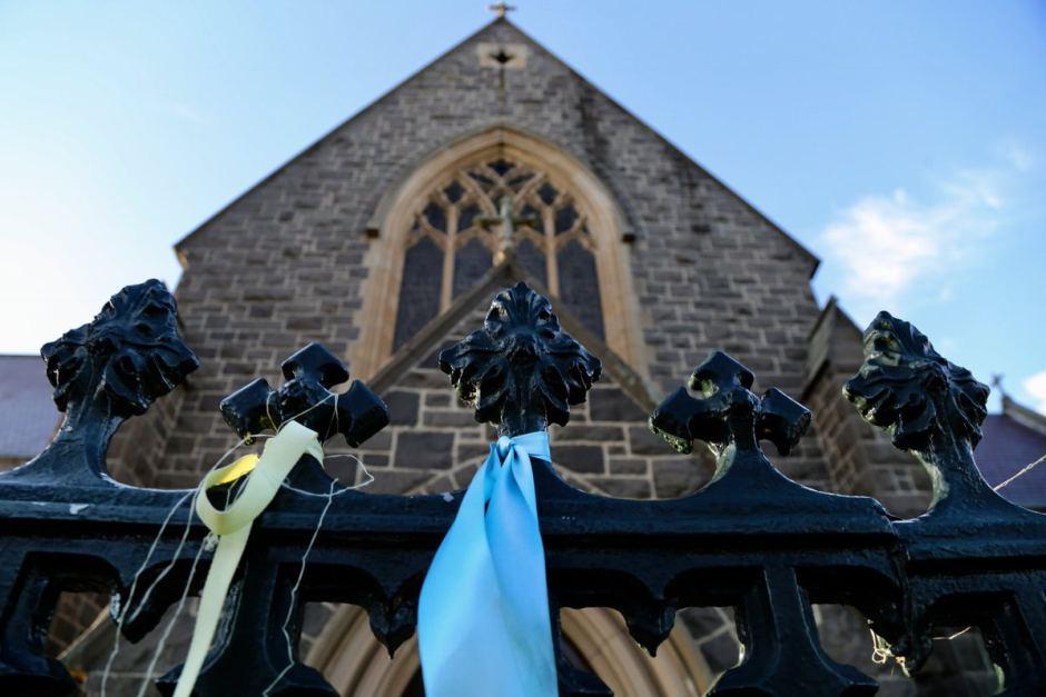 Ribbons outside St Patrick's in Ballarat (Credit: ABC News, Danielle Bonica)