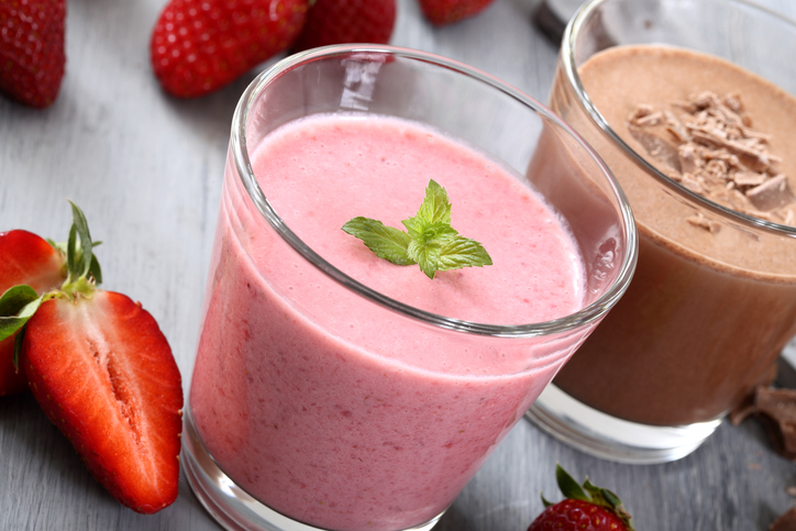 smoothies strawberry and chocolate
