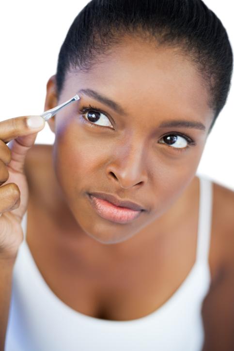 woman tweezer eyebrows