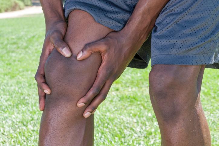 man knee injury
