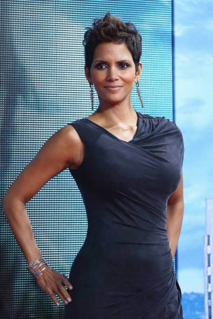 BERLIN, GERMANY - NOVEMBER 05: Halle Berry attends the 'Cloud Atlas' Germany Premiere at CineStar on November 5, 2012 in Berlin, Germany. (Photo by Andreas Rentz/Getty Images)