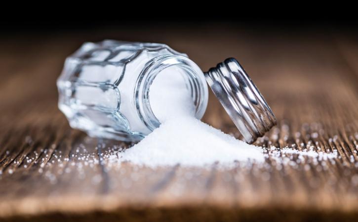 salt shaker spilling