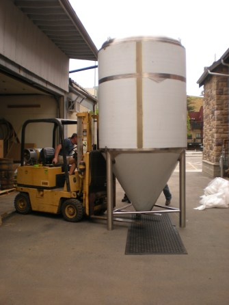 fermenter tank moving 063