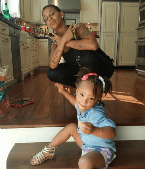 Pics Eva Marcille Is Loc Ing Her 2 Year Old Daughter
