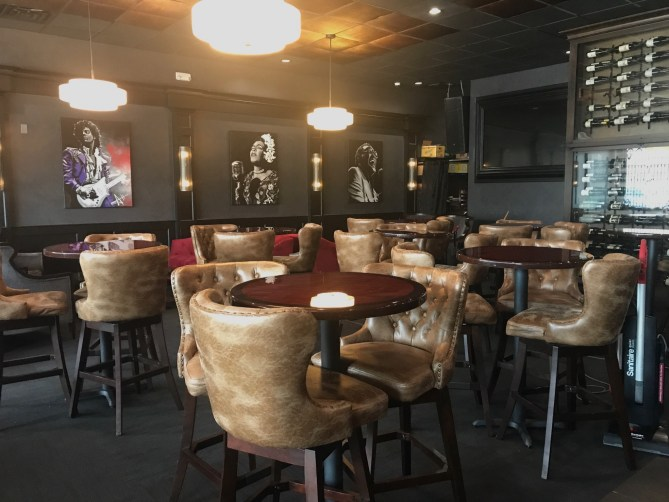 Phil & Derek's - The Lounge 2