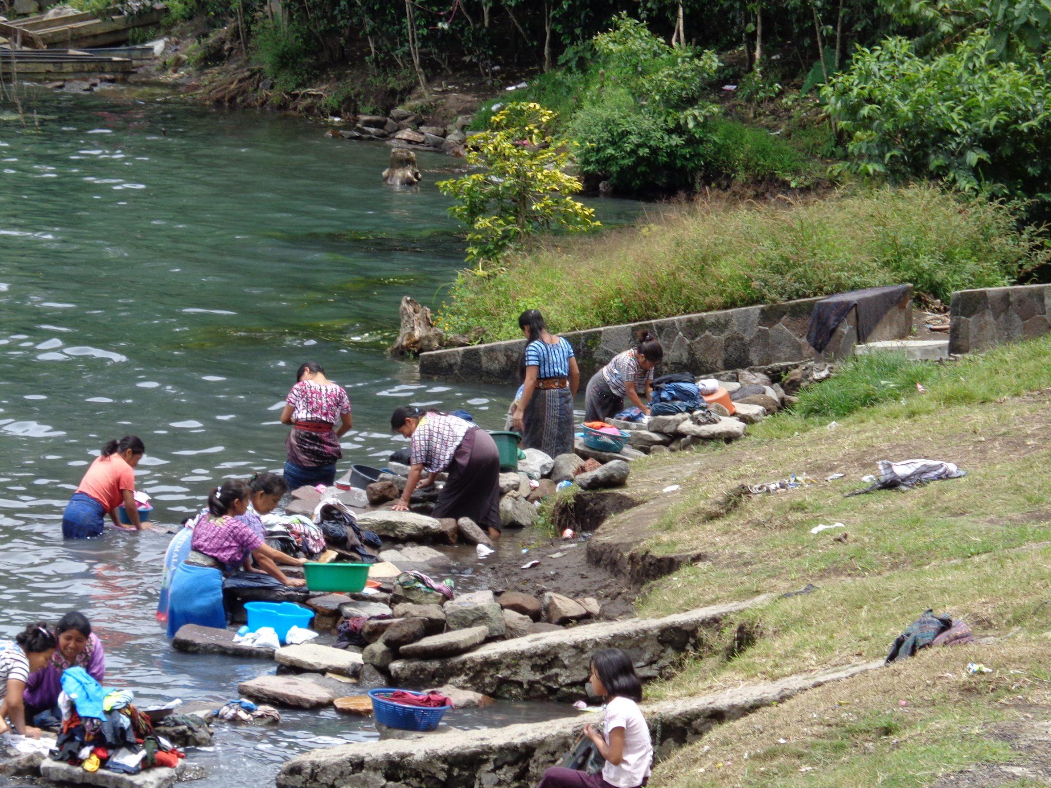 Women-doing-laundramat-guatemala