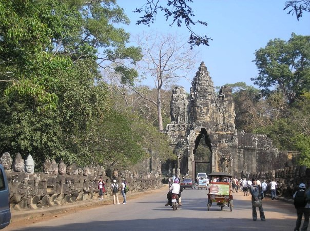 Angkor-wat-entrance