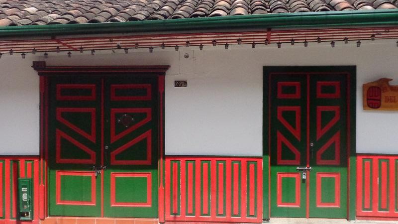 colorful-houses-guatape