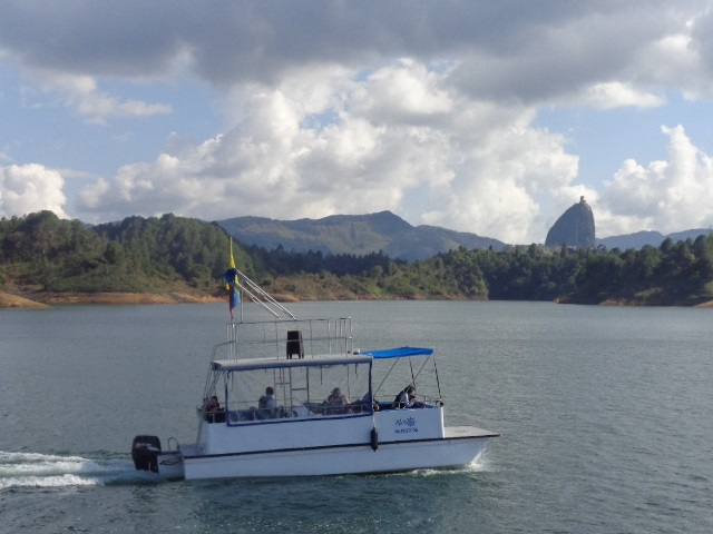 gautape-lake-boat-ride