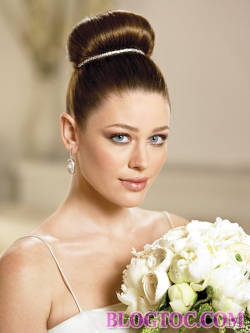 Beautiful classic bridal hairstyles add to her elegance and elegance 3