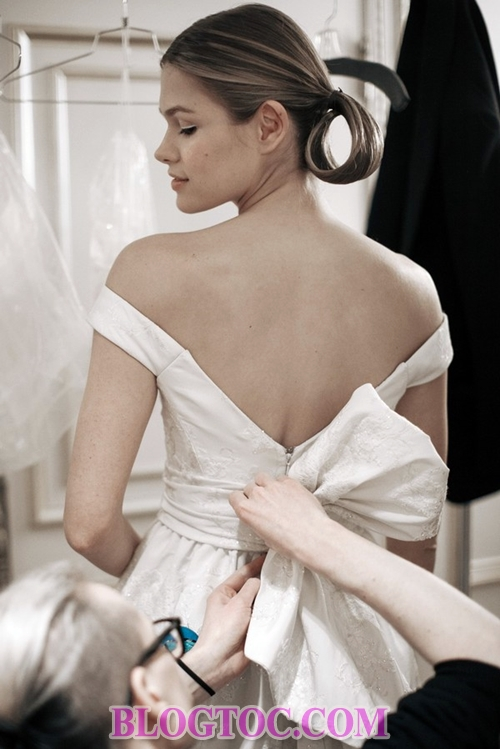The beautiful hairstyles with the bride's accessories are judged by experts to thrive in the near future 3