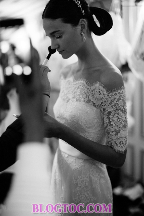 Beautiful hairstyles with bridal accessories that are judged by experts to thrive in the near future 1