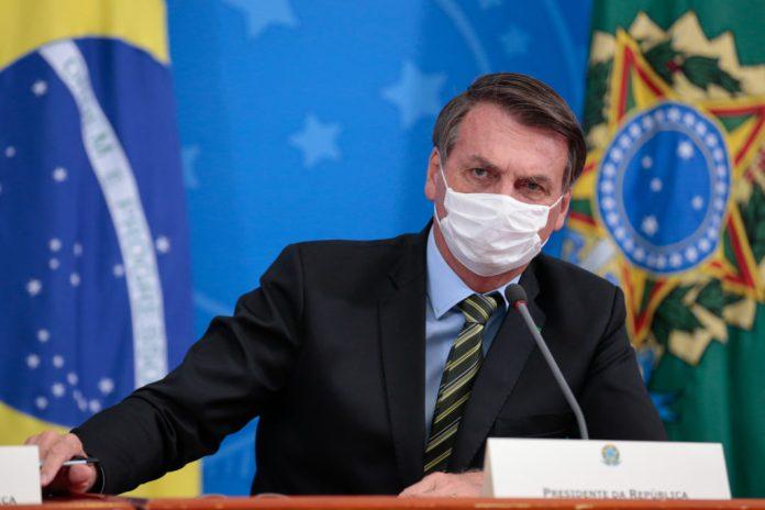 Bolsonaro with a facemask