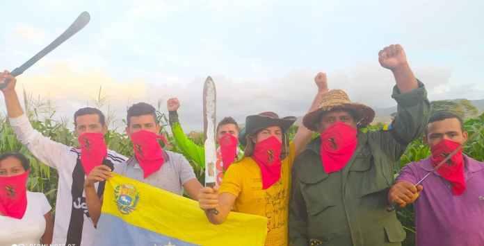 Pachamama peasants showing unity
