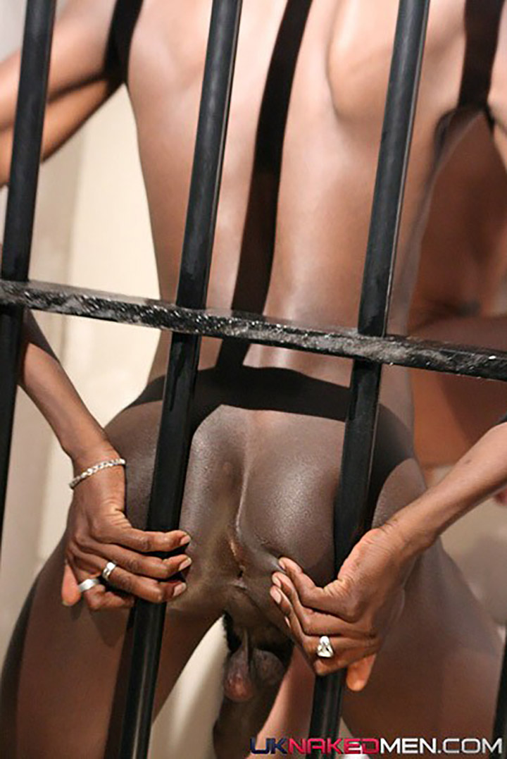 Young & Hung Black Prisoner Fucks White Inmate