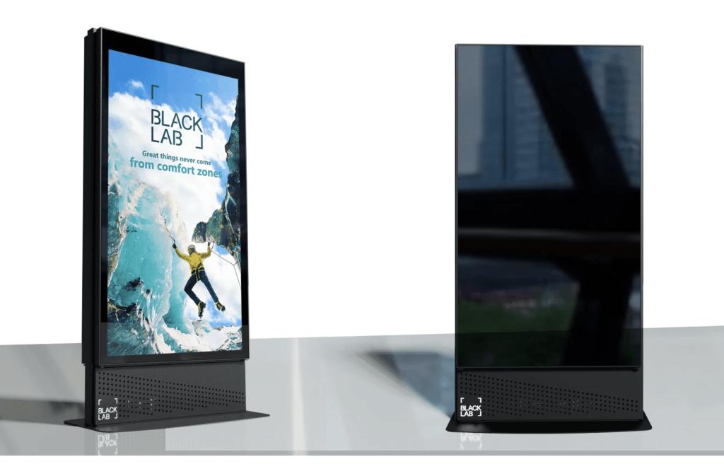 freestanding digital signage screens