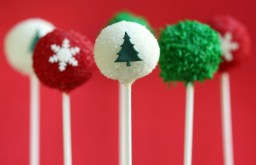 holiday-season-cake-pops-by-sweetopia-590x382