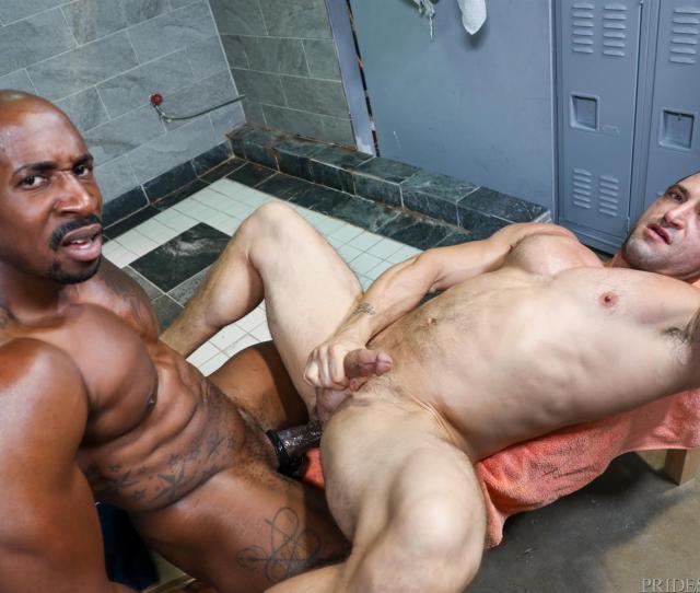 Cruising For Bareback Big Black Dick At The Gym