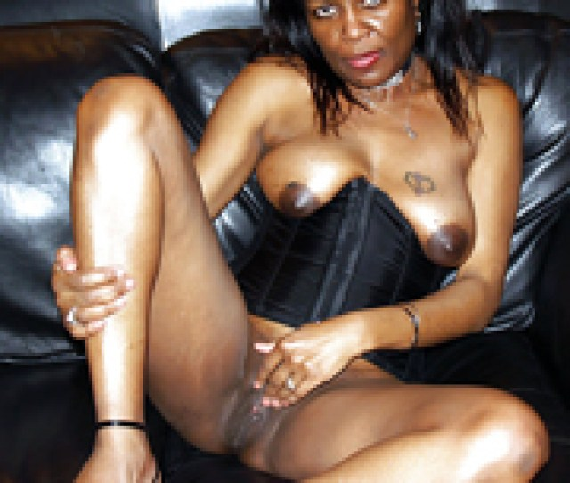 Description Naked Ebony Housewives Loves To Be In Front Of The Camera And Show Off Their Pussies