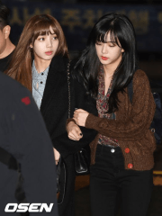BLACKPINK Jisoo Bangs and Lisa Airport