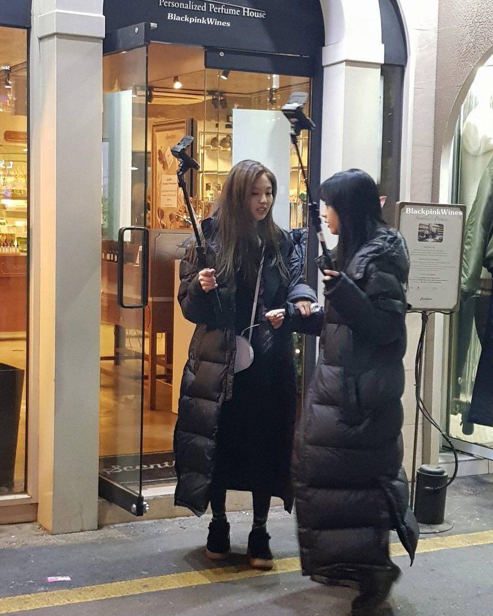 Blackpink Jisoo Jennie Filming Blackpink TV Blackpink House