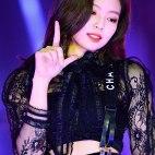 Blackpink-Jennie-SBS-Gayo-Daejun-2017-6