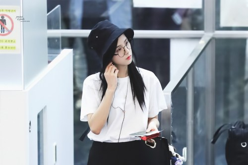 Blackpink Jisoo Airport style bucket hat