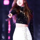 Blackpink-Rose-photos-at-SBS-Gayo-Daejun-2017-27