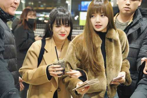 Blackpink Jisoo Lisa Airport Fashion GMP