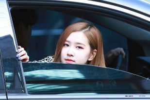 Blackpink-Rose-Inkigayo-2018-19