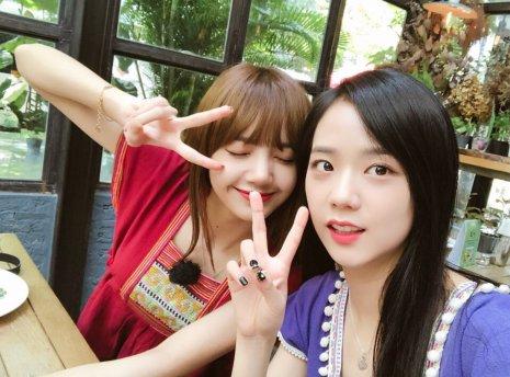 Blackpink Jisoo Lisa Selfie Thailand