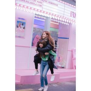 Blackpink Rose Lisa piggyback