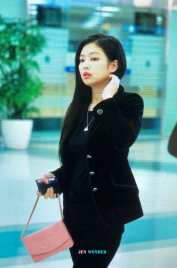 Blackpink-Jennie-Airport-Fashion-27-March-to-Japan-cover