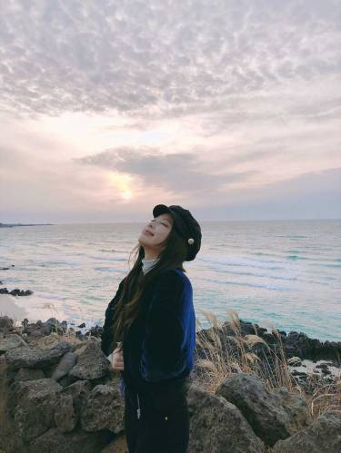Blackpink-Jennie-Instagram-Photo-2018-Jeju-Island-sunset