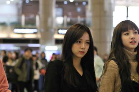 Blackpink-Jisoo-Airport-Fashion-27-March-to-Japan-12