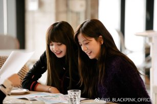 Blackpink Jisoo Lisa photo 2018 Jeju Island