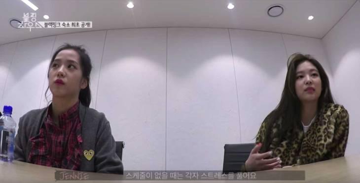 Blackpink-Jisoo-wear-cardigan-blackpink-house-episode-1