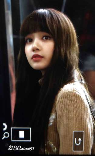 Blackpink-Lisa-Airport-Fashion-27-March-to-Japan-26