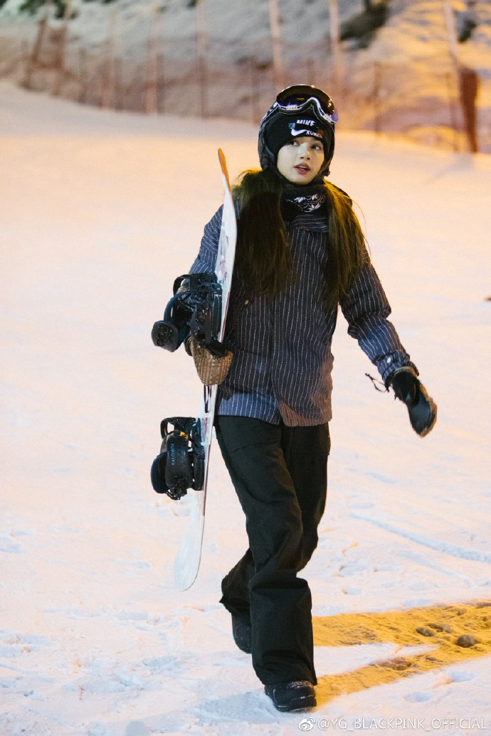 Blackpink Lisa Photo 2018 snowboard