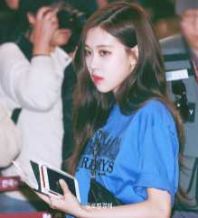 Blackpink-Rose-Airport-Fashion-27-March-to-Japan-11