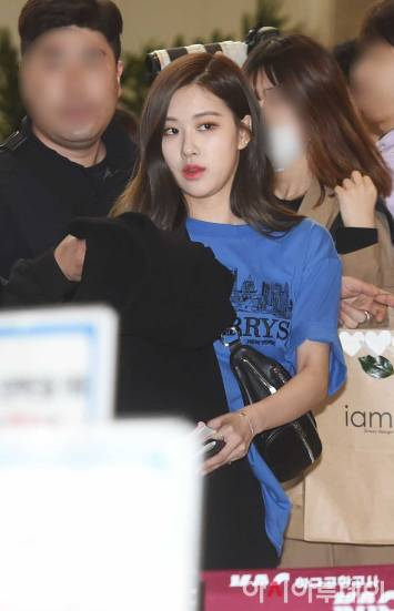 Blackpink-Rose-Airport-Fashion-27-March-to-Japan