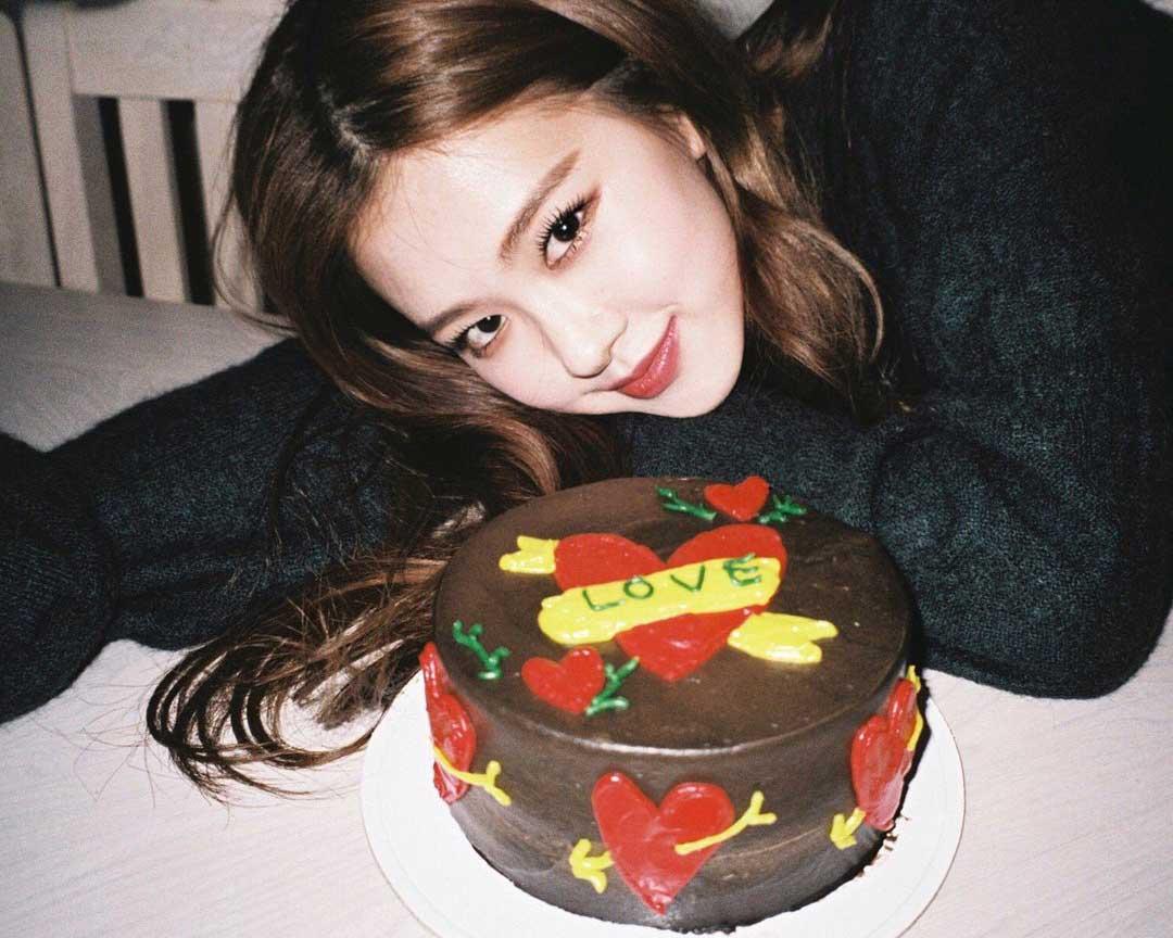 Enjoyable Blackpink Rose Birthday Cake Instagram 2018 Birthday Cards Printable Trancafe Filternl
