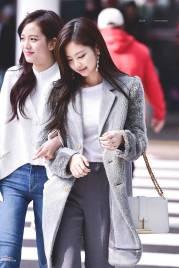 High-Quality-Photos-Blackpink-Jisoo-Jennie-Jensoo-at-Jeju-airport-2