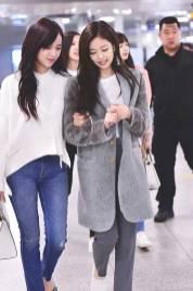 High-Quality-Photos-Blackpink-Jisoo-Jennie-Jensoo-at-Jeju-airport