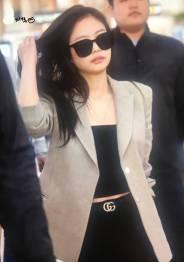 Blackpink-Jennie-Airport-Fashion-20-April-2018-photo-11