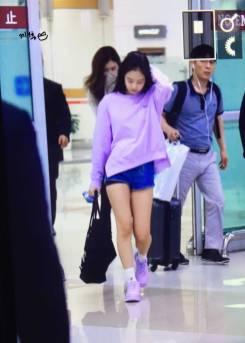 Blackpink-Jennie-Airport-Fashion-22-April-2018-photo-8