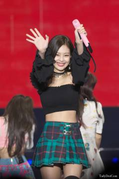 Blackpink-Jennie-Tokyo-Girls-Collection-2018-photo-11